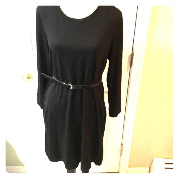 H&M Dresses & Skirts - H&M black classic shift dress w long sleeves.